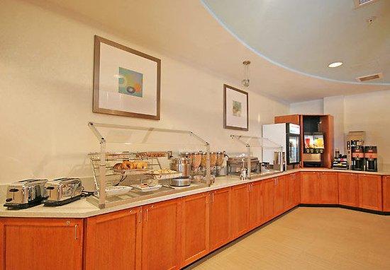 SpringHill Suites Winston-Salem Hanes Mall: Breakfast Buffet