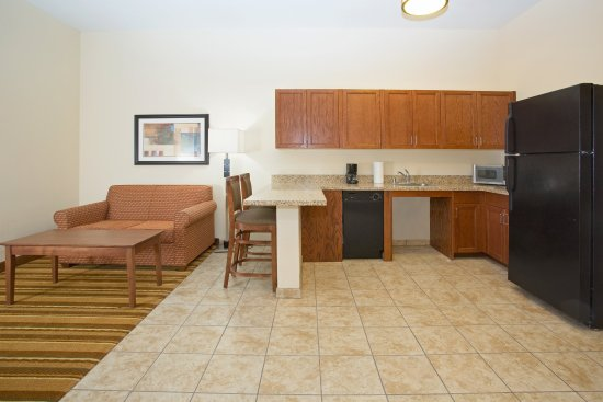 Holiday Inn Express Hotel & Suites Los Alamos Entrada Park: ADA/Hearing accessible Suite