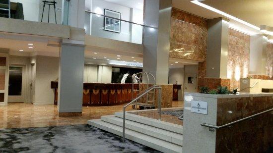 Washington Court Hotel on Capitol Hill: Vista da recepção