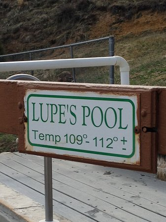 Hot Sulphur Springs, Κολοράντο: Sign for Lupe's pool