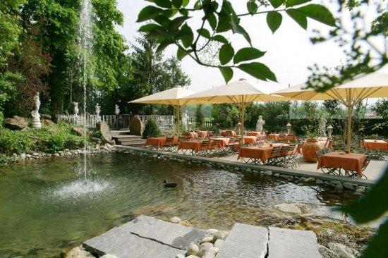 Bubendorf, Suisse : Garden restaurant