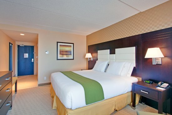 Holiday Inn Express & Suites Ottawa West - Nepean: Enjoy a comfortable night's sleep in our King Bed Guest Room