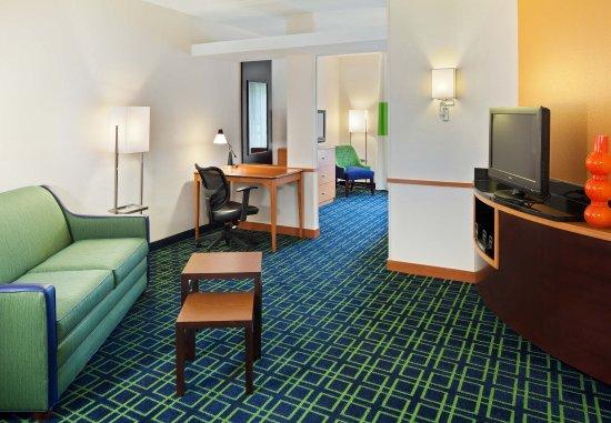 Lewisburg, WV: King Suite