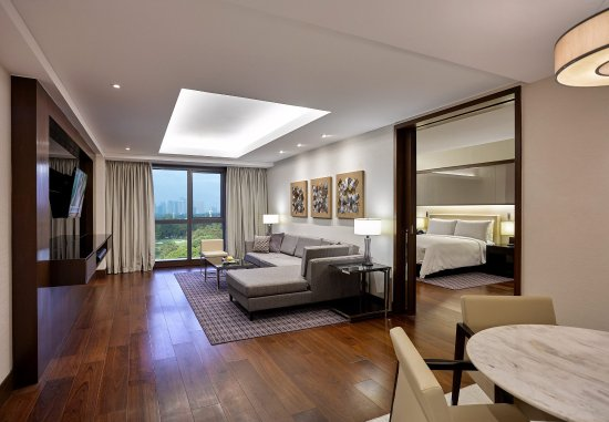 Enjoy luxury in a 5-star Manila hotel at Manila Marriott Hotel (Deluxe Suite)