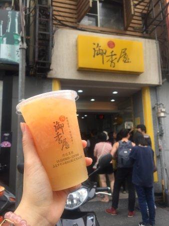 Yuxiangwu: 永遠在排隊的在地茶飲店。的確很好喝,推薦葡萄柚綠茶和凍頂檸檬,原汁原味的水果茶,新新又解渴。