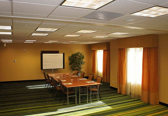Fairfield Inn & Suites Redding: Meeting Room