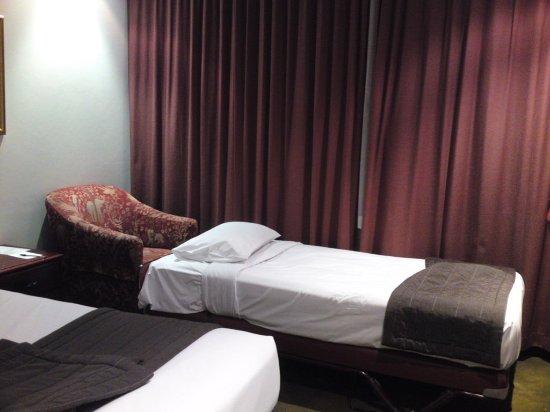 Fountainside Hotel: twin room