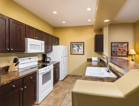 Overgaard, AZ: Two_Bedroom_Condo_Kitchen_2