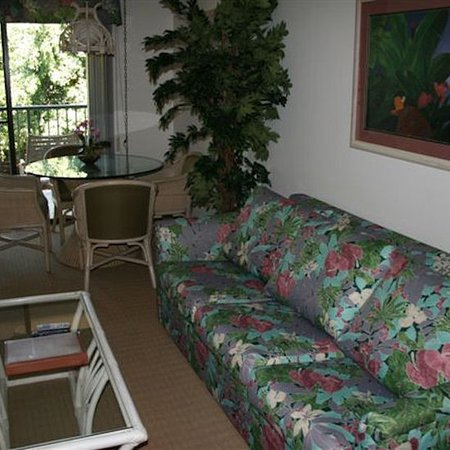 The Gardens at West Maui Hotel: Studio Living Area