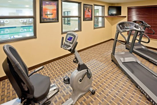 Cicero, NY: Our fitness center features HDTV and Music.