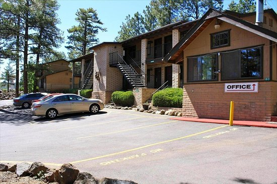 Munds Park, AZ: Motel in the Pines Majestic Hotel Exterior