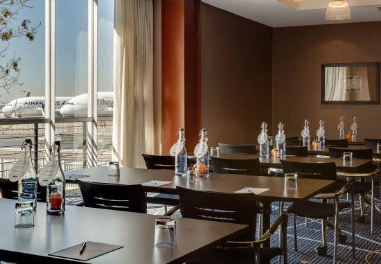Protea Hotel by Marriott OR Tambo Airport: Conference Room - Classroom Setup
