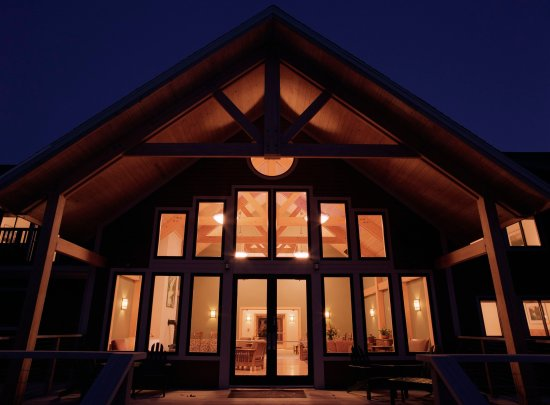 Minnewaska Lodge: Exterior Night
