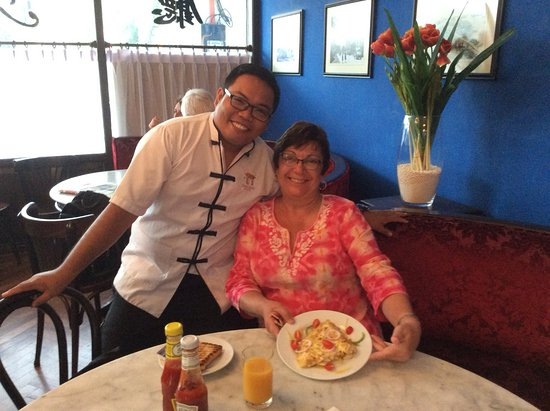 Yeng Keng Hotel: Ryan delivers the best cooked omelette in Malaysia. service with a smile from a lovely bloke.