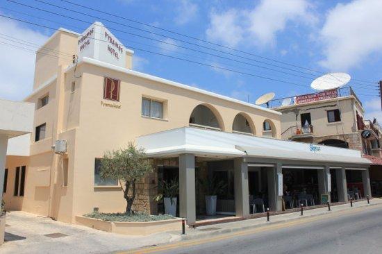 Pyramos Hotel: Exterior