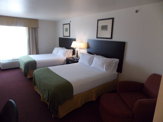 Holiday Inn Express Syracuse / Fairgrounds: Holiday Inn Express Syracuse-Fairgrounds' two queen beds