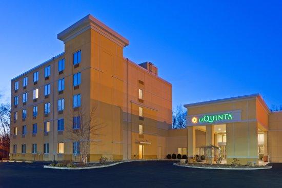 La Quinta Inn & Suites Danbury: ExteriorView