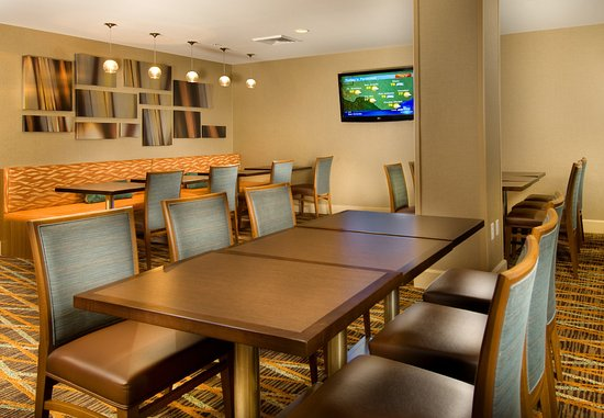 TownePlace Suites San Antonio Downtown: Lobby Dining Area