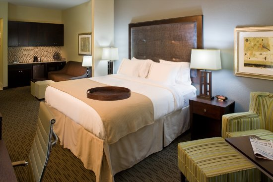 Holiday Inn Express Hotel & Suites Waycross: Guest Room