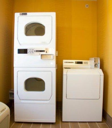 Fairfield Inn & Suites Watervliet St. Joseph: Laundry Room