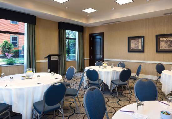 Residence Inn Portsmouth Downtown/Waterfront: Meeting Room- Social Setting
