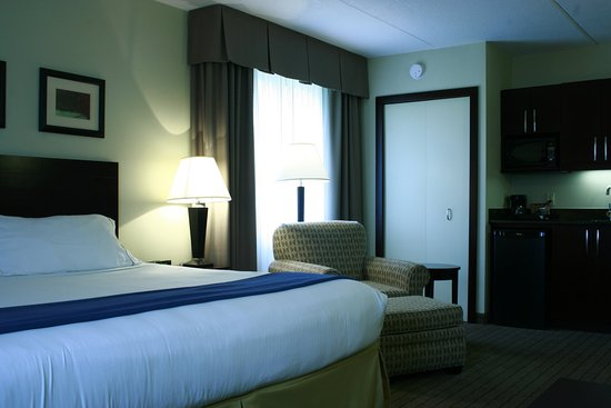 Holiday Inn Express & Suites Kincardine: King Bed with microwave, fridge