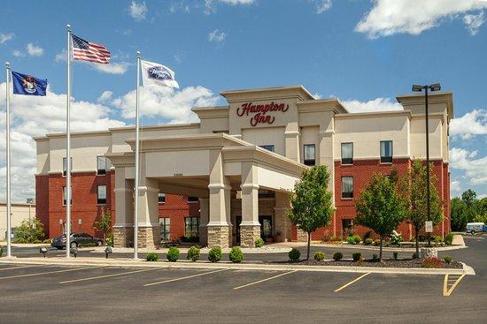 Hampton Inn Detroit Roseville: Exterior Entrance