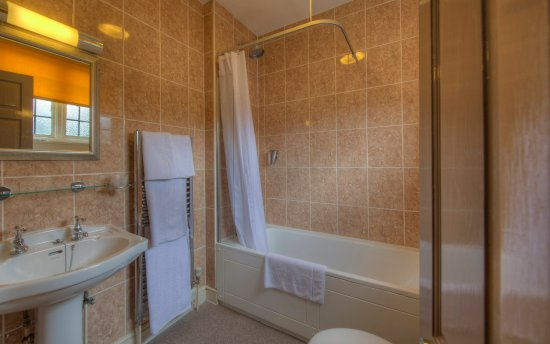 Gerrards Cross, UK: Twin Room Bathroom
