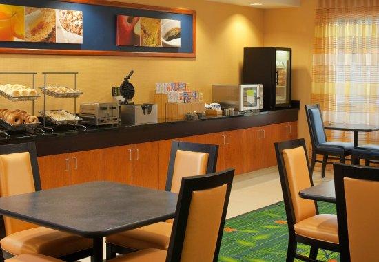 Fairfield Inn & Suites Harrisonburg: Breakfast Area