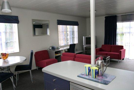 ASURE Colonial Lodge Motel: Lobby