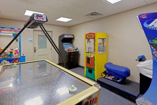 Holiday Inn Express Neptune: Game Room