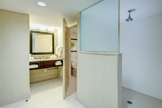 Neptune City, NJ: King Suite Bathroom