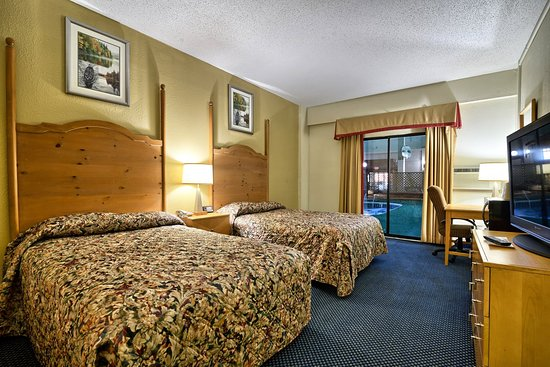 Millinocket, ME: TWO DOUBLE BED ROOM