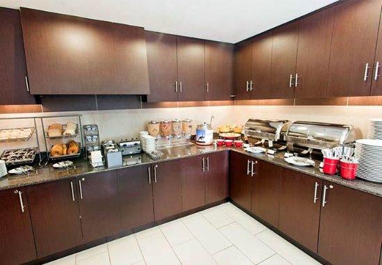 Residence Inn Lexington Keeneland/Airport: Breakfast Bar