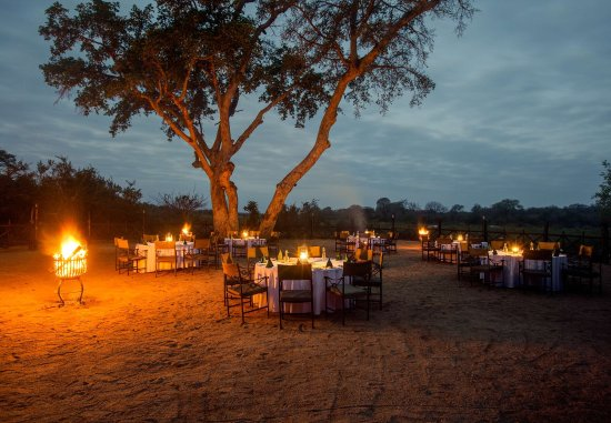 Skukuza, South Africa: Outdoor Dining Area   Outdoor Boma
