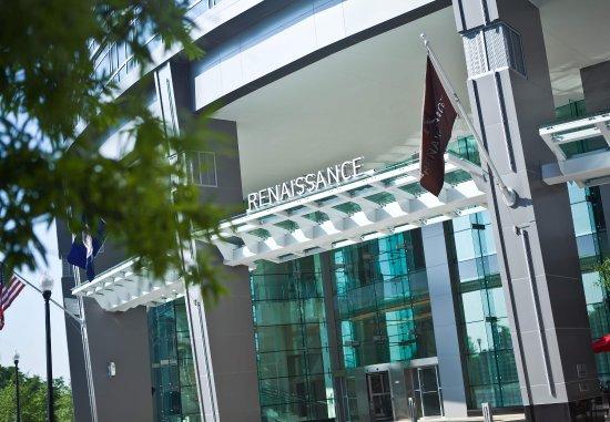 Renaissance Arlington Capital View Hotel: Entrance