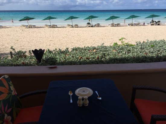 Accra Beach Hotel & Spa: A table with a view!!!