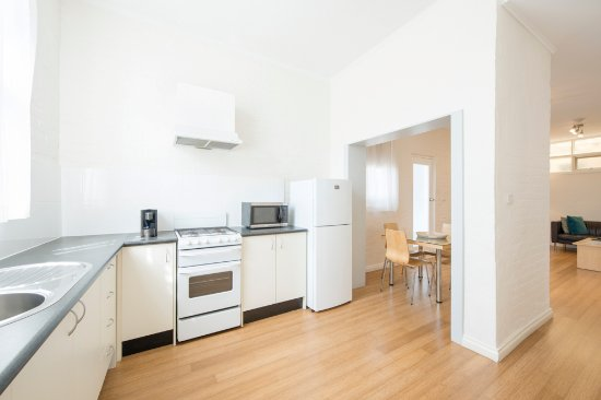 Glenelg, Avustralya: Apartment 3, one of our 2 bedroom family apartments. We have 4 different 2 bedroom apartments.