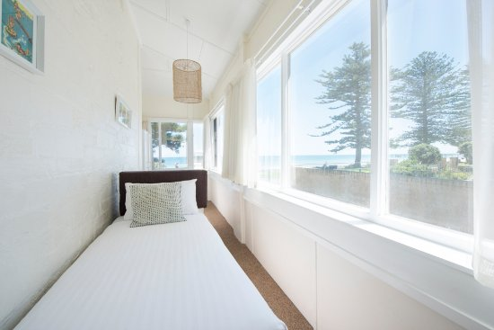 Glenelg, Avustralya: The Beach House, one of our 3 bedroom apartments. We have 4 different 3 bedroom apartments.