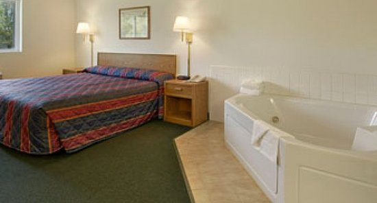 Stanley, WI: One King Bed Jacuzzi