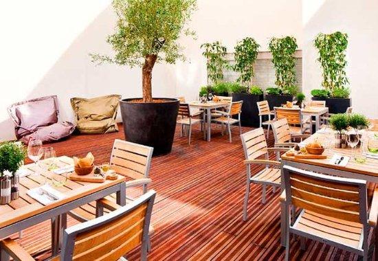 Arcueil, France: Oleo Pazzo Terrace