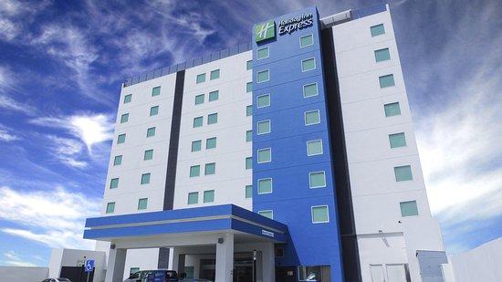 Holiday Inn Express Merida: Hotel Exterior