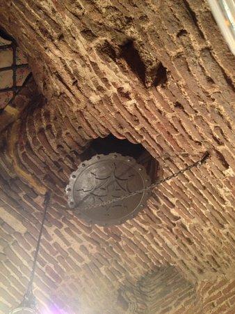 Restuarant Botin: Impresionante mirar al techo de antiguo que es todo, da la sensación que se te va a venir abajo.