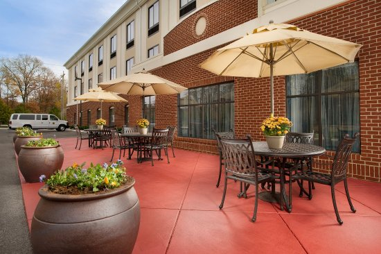 Holiday Inn Express Hotel & Suites Tullahoma East : Guest Patio