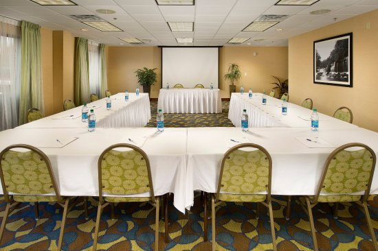 Holiday Inn Express Hotel & Suites Tullahoma East : Meeting Room