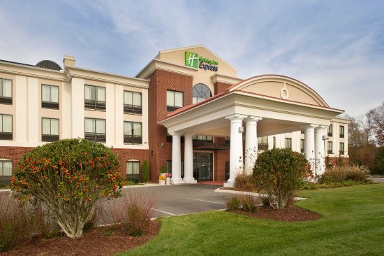 The inviting Holiday Inn Express & Suites Tullahoma, TN!