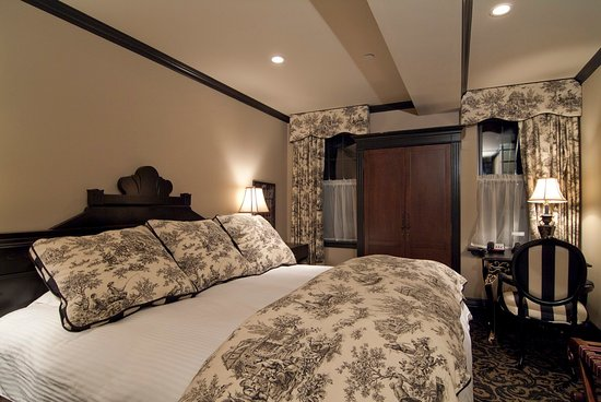 The French Quarters Guest Apartments: King Room Daily