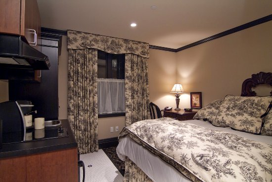 The French Quarters Guest Apartments: Queen