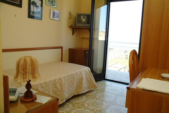 vibo valentia single personals Visit the page of the agriturismo il canto di kokopelli located in in drapia - (vibo valentia), offers in bedroom and stones dating back to the early 1800s.