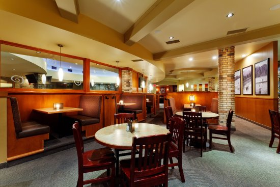 Holiday Inn Lethbridge: Casual Dining in the  on site Restaurant